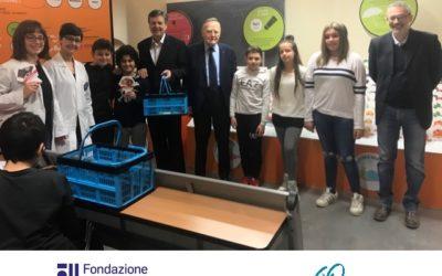 """Grande partecipazione delle scuole alla mostra """"Io vivo sano – alimentazione e dna"""" promossa dalla Fondazione Veronesi, in collaborazione e con il sostegno economico della Fondazione CRT e, per la parte astigiana, dalla Fondazione Cassa di Risparmio di Asti"""